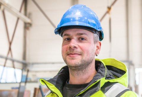 OPTIMISME: Ole Kristian Fitje seier det rår optimisme i bransjen, og at det er ein oppsving i tal kontrakter. No tilset dei fem nye i Sunnfjord Industri.