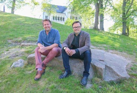 2 x ja: Nå kan kultursjef Ole-Henrik Holøs Pettersen (til venstre) og utvalgsleder Atle Ottesen puste lettet ut. Både bystyret i Fredrikstad og fylkespolitikerne går inn for et østfoldteater.