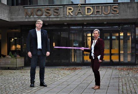 Kommunedirektør Hans Reidar Næss og ordfører Hanne Tollerud presenterte søndag en rekke nye lokale påbud og forbud i Moss