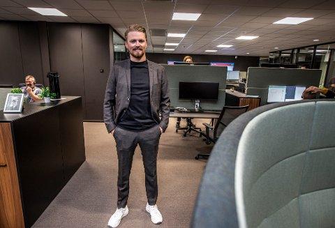Dan Mario Røian (30) er storfornøyd med bedriftens nye lokaler i Dikeveien. Selv bor toppsjefen i Halden, men med unger på Gressvik og jobb på Rolvsøy, regner han med å bosette seg i Fredrikstad etter hvert.