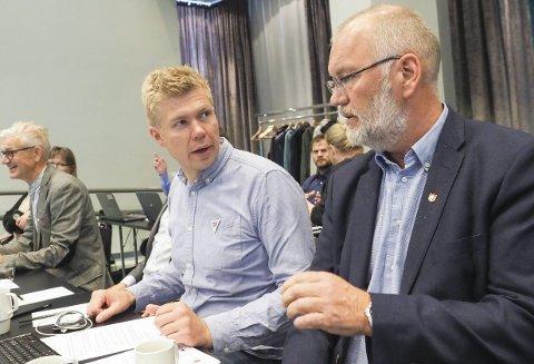 Opplysende: Vegard Johan Jæger Lind og Geir-Ketil Hansen i Narvik SV var svært godt med innretningen på Havbrukskonferansen. – Et sterkt bidrag til å få en svært polarisert debatt opp fra skyttergravene, sier de to. Foto: Terje Næsje