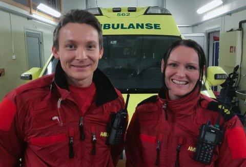 Jørn Framvik og Nina Weisner på ambulansestasjonen i Ballangen håper på bidrag fra næringslivet i Ballangen slik at også de får en komprimeringsmaskin. – Det er synd at vi i ett av verdens rikeste land skal være nødt å tigge om midler til utstyr, men med pasienten i fokus vil vi ikke vente mer.