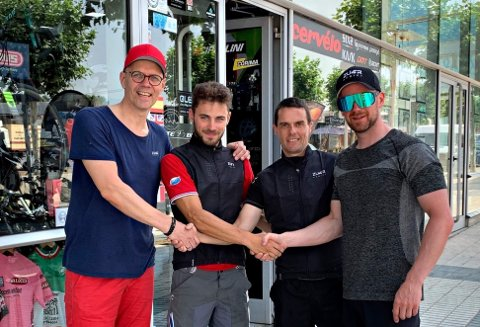 Spansk håndtrykk: Chisten Eide-Hermansen og Kenneth J. Markussen er meget fornøyd med å ha entret det spanske markedet.