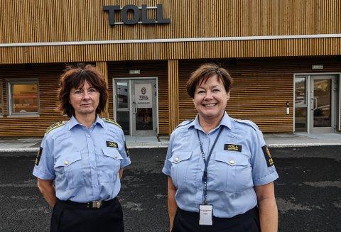 PÅ PLASS: Avdelingsleder Signe Adelheid Møystad Granvoll, til venstre, og Grethe Skorstad Kroken ved ekspedisjonsavdelingen ved tollkontoret, er på plass i nye lokaler.