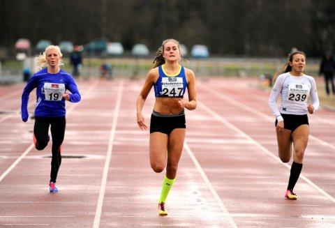 Therese Skyttermoen fra LIF (i midten) sesongåpnet med personlig rekord på 100-meter. Klubbvenninnen Cathrine Trøen (t.h.) tangerte persen på 13,16.