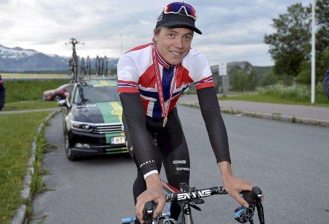 NY TRØYE: Edvald Boasson Hagen sikret seg en ny tempotrøye torsdag. Søndag jakter han den andre mesterskapstrøya på fellesstarten. Begge foto: Kjell H. Vollan