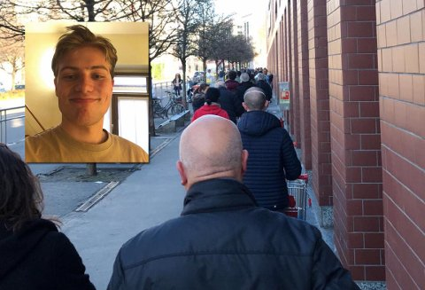 BUTIKKØ: Slik var køen da Rasmus Formo denne uka skulle i matbutikken i Milano. Få personer slipper inn i butikken om gangen på grunn av smittefare.
