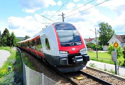GODS LANGS BANE: Flere steder i distriktet gjøres det tanker om å få sendt gods og tømmer langs Gjøvikbanen.