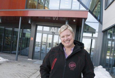 ARBEIDSPLASSEN: Mari Elisabeth Lunder hjelper voksne elever gjennom utdanningsforløp på Hønefoss videregående.