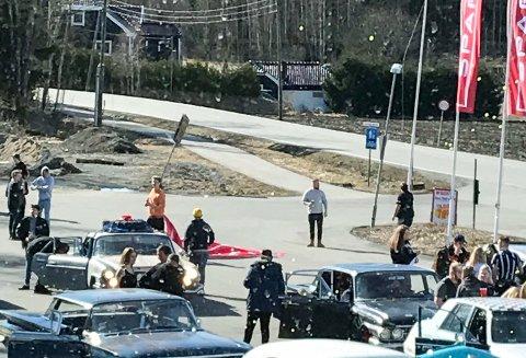 RYKKET UT: Politiet rykket ut etter å ha mottatt meldinger om flere ungdommer som hadde samlet seg ved Ringvollsenteret.