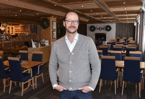 TAR OVER: Stian Kavli fra Elverum, som fra før driver spisestedet Forstman på Norsk Skogsmuseum, ser et stort potensial i Hamarstua og tar over driften. Han varsler en endring i konseptet og satser mer på lunsj enn fin middag.