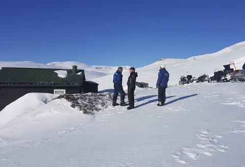 Oppsyn: Fjellstyret  sjekkar tilhøva på hyttene på Hardangervidda. her utanfor Persbu ved Øvre Bjørnevatn.