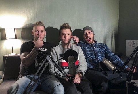 Odda for faen: F.v.: Aleksander Kopperdal, Kristoffer Åbbin Tollefsen og Daniel Søfteland. Denne gjengen har starta podcast som tek opp både stort og smått. Foto: privat
