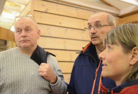 Kritiske: Torleif Fresvik (t.v.), Eivind Tokheim og Hildegunn Espe var til stades under møtet om villreinkvote for Hardangervidda som vart arrangert i Kinsarvik tidlegare i år.  Tysdag var det på Halne.
