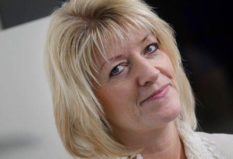 GLAD SJEF: Hanne Mulelid er biblioteksjef i Karmøy.