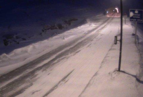 Slik ser det ut på veien ved Seljestadtunnelen klokken 17.52.
