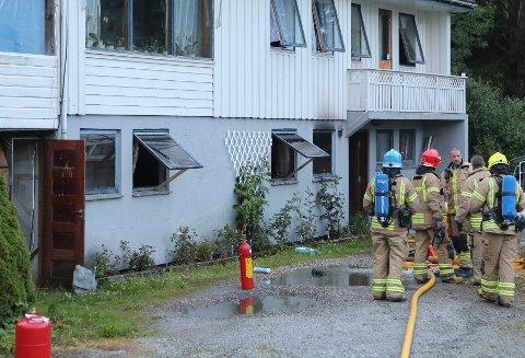 MÅTTE LUFTES: Et hus på Kolnes måtte luftes ut av brannvesenet lørdag kveld.