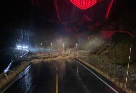 RAS: Det har gått et jordskred over veien på E 134.