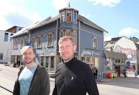 ANSATT: Arild Wenneck Askeland (t.v.) er ansatt som daglig leder i Jernia Horneland. Eier Arne Horneland skal bruke mer tid på det han liker best.
