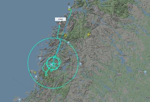 Flyet fløy i to sirkler rundt Mosjøen og flere runder frem og tilbake.