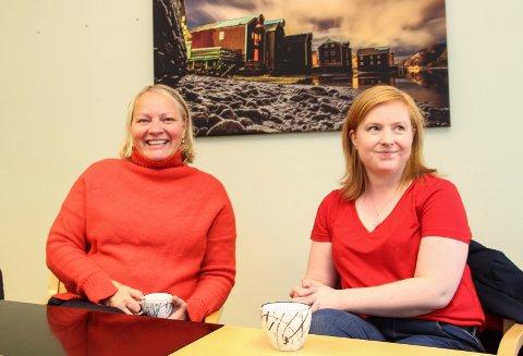 Mona Fagerås og Åshild Pettersen ble briefet av ledelsen ved Mosjøen skole tirsdag og tok med seg verdifull  kunnskap videre.