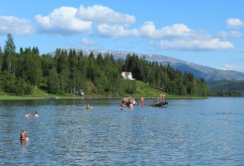 I neste uka kan det igjen bli behov for å kjøle seg ned på Helgeland. Her fra Baågneset tidiligere i sommer.