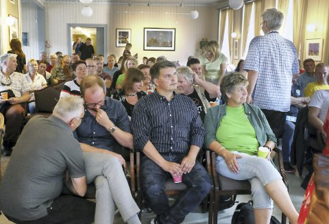 ENGASJEMENT: Kulturverkstedet var fullsatt da arbeidsgruppa mot utbygging av Øyfjellet vindkraftverk arrangerte debattmøte onsdag.  Foto: John Christian Nygaard