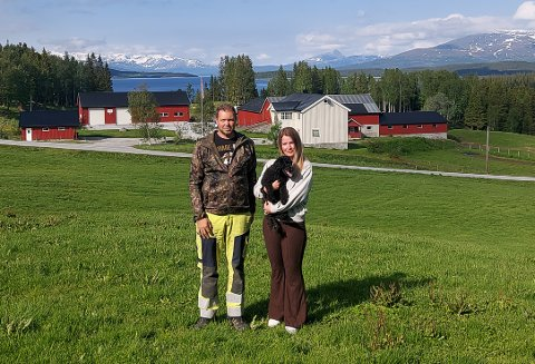 SATSER: Trine og Ronny Aakervik vil satse på en «Villmarksgård» ved Røssvatnet.