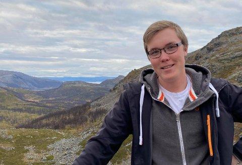 BLIR IRRITERT: Johan Isak Niska reagerer på utspillet om at Alta også bør ha en vg1-linje for informasjonsteknologi og medieproduksjon.