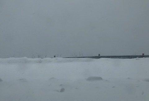 SNØBYGER: Påskeværet på kysten av Finnmark blir preget av snøbyger.