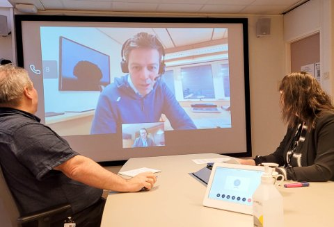 PÅ SKJERM: Alta-ordfører Monica Nielsen, Ap, og varaordfører Jan Martin Rishaug, Sp,  hadde mandag et digitalt møte med samferdselsminister Knut Arild Hareide (KrF).