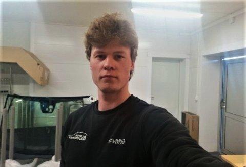 OPPGITT: Gunnar Wilhelm Niska jobber til daglig på Harila i Vestre Jakobselv. Han oppdaget at vinterdekkene hans som stod på hjemmeadressen til faren, ble frastjålet i løpet av den første helgen i juni.