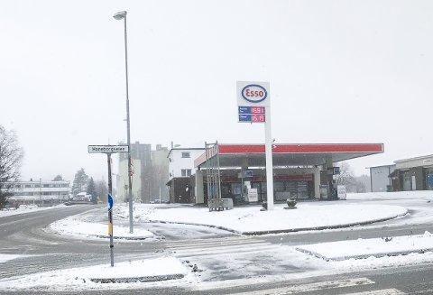 NY VIRKSOMHET: Mye tyder på at en stor fastfood-kjede etablerer seg i de ledige Esso-lokalene på Bjørkelangen.
