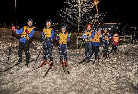 Venter: En del løpere klare til å ta fatt på løpet. Fra venstre: Isak B. Johannessen, Teodor T. Pedersen, Sara Fjellheim, Markus Halvorsen, Tage Nilsen, Vebjørn Sørdalen og Gunhild Brynemo.