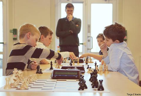 UNGE: Partiet mellom kragerøspillerne Tom Didrik Arntsen Jakobsen (nærmest t.h.)  og Oscar Ødegaard endte med patt. (Foto. Tanja C. Kveim)