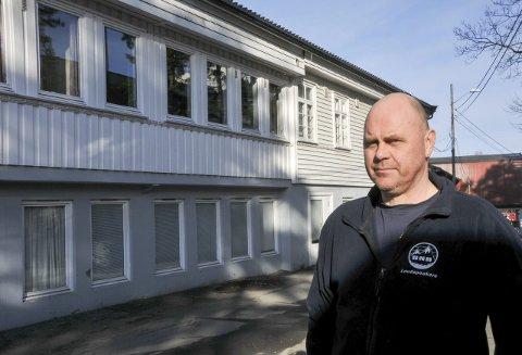 STREIKEFARE: Den Norske Høyttalerfabrikk og Nøsted kjettingfabrikk kan bli tatt ut i streik fra fredag. Leder i verkstedklubben på DNH, Bjørn Nybu frykter ikke streik.