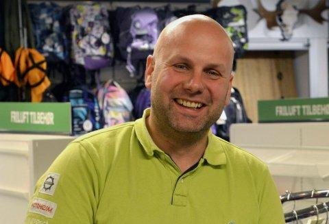 EIER OG DRIVER: Nils Strømmen er eier og driver av Sport1 på Rødberg.
