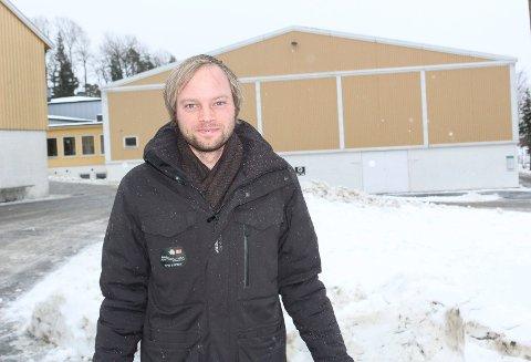 FORNØYD: Sportslig leder Anders Austad i Håndball Vansjø/Svinndal I .L. er glad for at Vålerhallen er åpen igjen for trening for barn og unge berømmer kommunedirektøren for god samhandling.