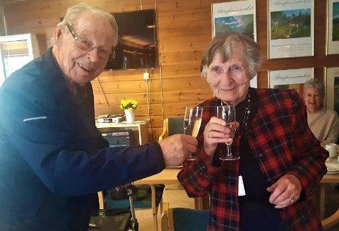 JUBILANTER: Bjarne Blaker og Anne Marie Jahr feiret 100-årsdagene sine i Poppelstien.