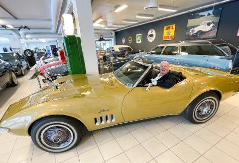 CORVETTE: Dag Oppegaard i sitt rette element. Han forteller om stor interesse for Classic Garage i Myrfaret allerede.