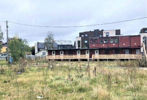 Brakka er satt opp i forbindelse med et boligprosjekt på Holtet.