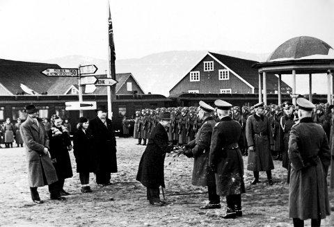 TOG: General von Falkenhorst ivret for jernbane. Her med NS-ordføreren i Mo i Rana. Foto: Tore Eggan, Krigsbilder.net