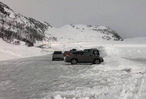 STENGES: Parkeringsplassen på toppen av Finnvikdalen vil ikke være åpen i påska.  Foto: Marius Medby