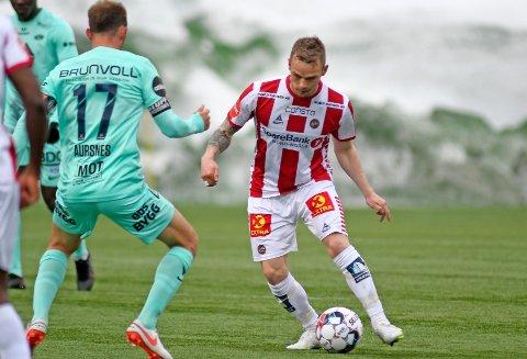 PÅ BENKEN: Kent-Are Antonsen er benket for tredje gang i år. Her i aksjon mot Molde i forrige match, der han spilte en halvtimes tid.