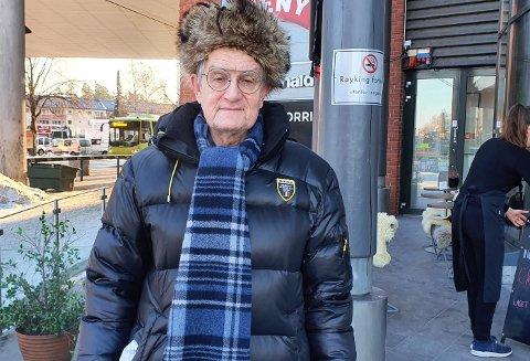 KALDT: Det er skikkelig kaldt ute nå. – Det er helt greit så lenge det er sol, sier Viggo Ødegård.