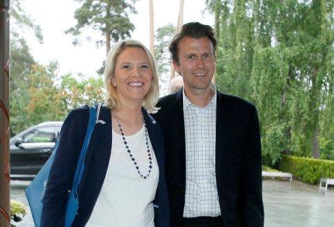 KOMMER TIL LARVIK: Sylvi Listhaug og Espen Espeset. Sistnevnte kommer opprinnelig fra Larvik, og ble som kjent utnevnt til statssekretær for statsministeren tidligere i år.