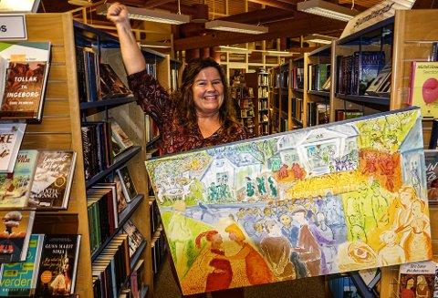BLIR JUBELDAG: – Jeg ser for meg en flokk med blide og glade Våler-folk når vi er på plass i større lokaler i løpet av sommeren, sier biblioteksjef i Våler, Eva Øiseth Wenstad.