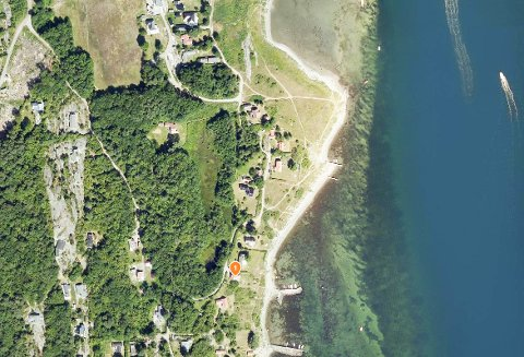 På to eiendommer i Jørestrandveien på Hvasser er det søkt om tiltak.