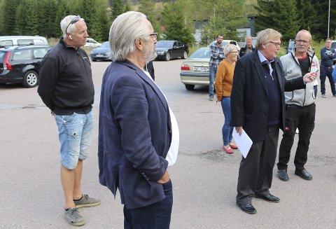 KONKURSSALG: Tor Eik, her til venstre, var i butikken mandag.