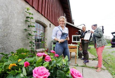 """SNEKKER'N ER MED: Stine Marie Bjørnstad viser frem morsomme gjør-det-selv-prosjekter også denne sesongen av """"Hagen min""""."""